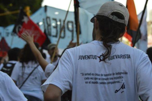Juventud guevarista marchando